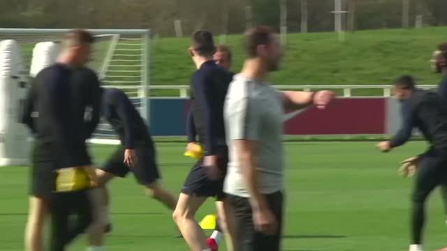Ronaldo injured for Portugal; big wins for France, England