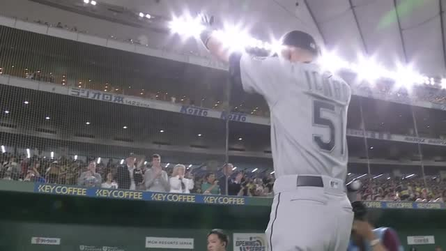 Ichiro takes field with 45,000 voices in full support