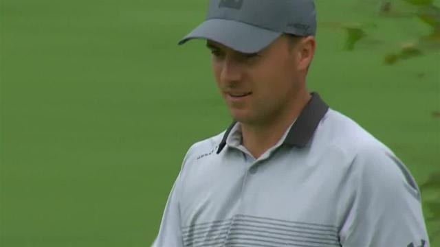 Jordan Spieth chips-in to save par at the Memorial