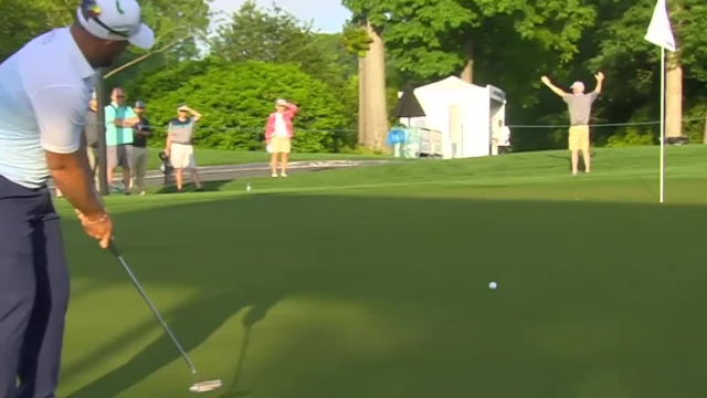 Scott Browns drains 41-footer from the fringe at Wells Fargo