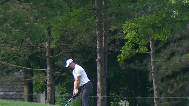 Martin Kaymer chips it close to set up birdie at the Memorial