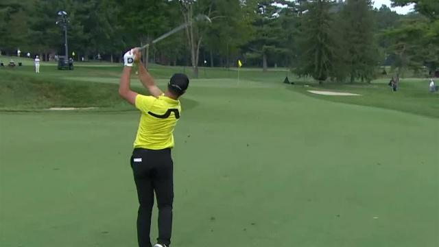 Viktor Hovland sticks approach to set up birdie at The Greenbrier