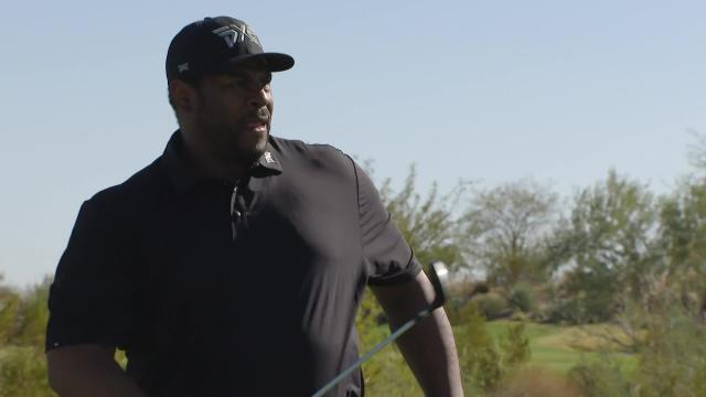 Jerome Bettis dials in tee shot to set up birdie at PXG College Golf Showcase