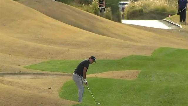 Phil Mickelson uses nice approach to set up birdie at The American Express