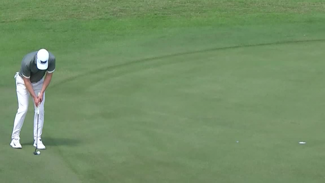 Wyndham Clark sinks birdie putt from fringe at Puerto Rico