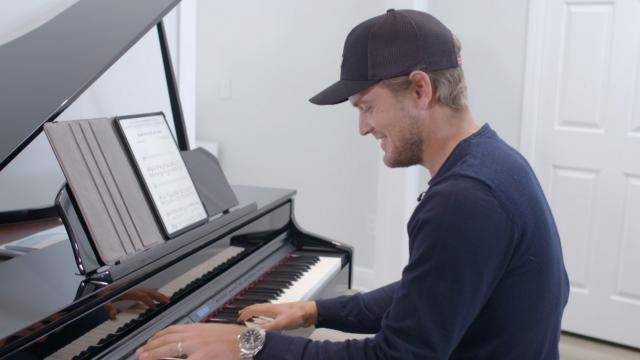 Sebastian Cappelen playing the piano