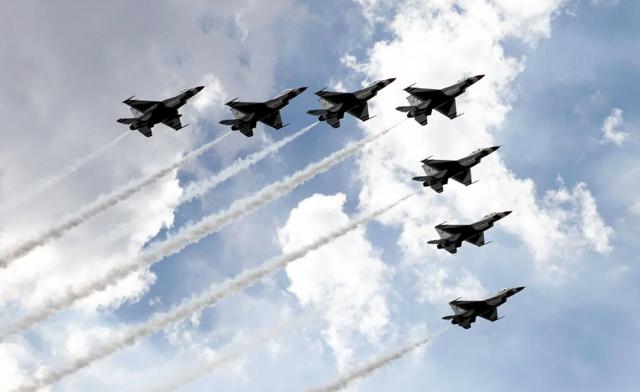 Las Vegas Review Journal News | Thunderbirds ready to fly over NASCAR race
