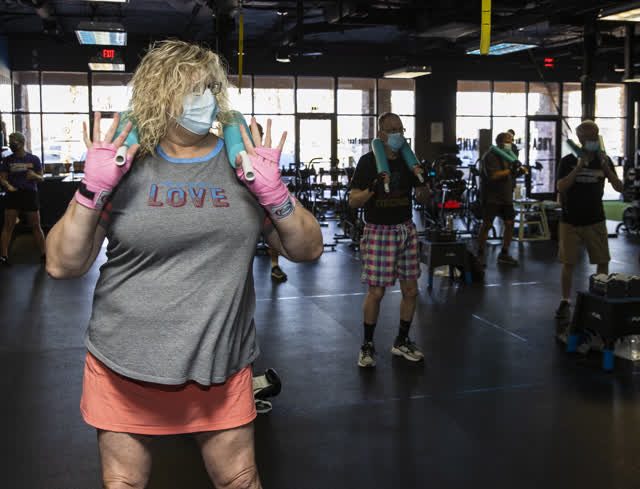 Las Vegas Review Journal News | A woman first boxing class in her journey to delay disease