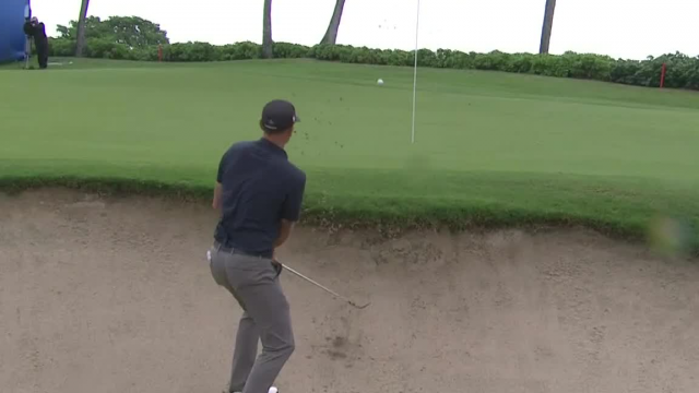 Brendan Steele holes out from bunker to make birdie at the Sony Open