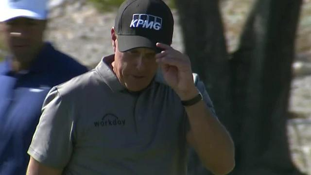 Phil Mickelson drains 15-foot birdie putt at Shriners