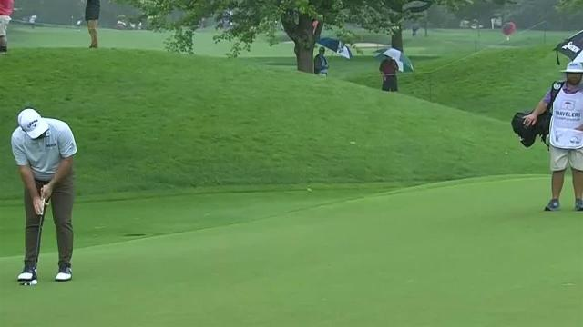 Roberto Diaz sinks 13-foot birdie putt at Travelers