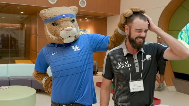 Troy Merritt visits Children's Hospital before Barbasol