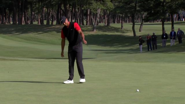 Tiger Woods walking in putts at ZOZO CHAMPIONSHIP