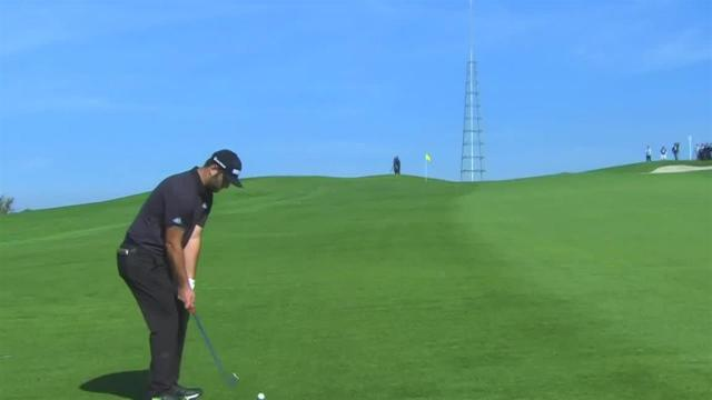 Jon Rahm sticks approach to set up birdie at Farmers