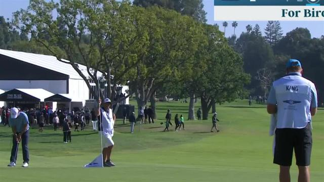Wyndham Clark drains 27-foot birdie putt at Genesis