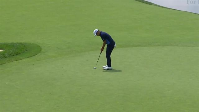 Xander Schauffele sinks 26-foot birdie putt at the Memorial