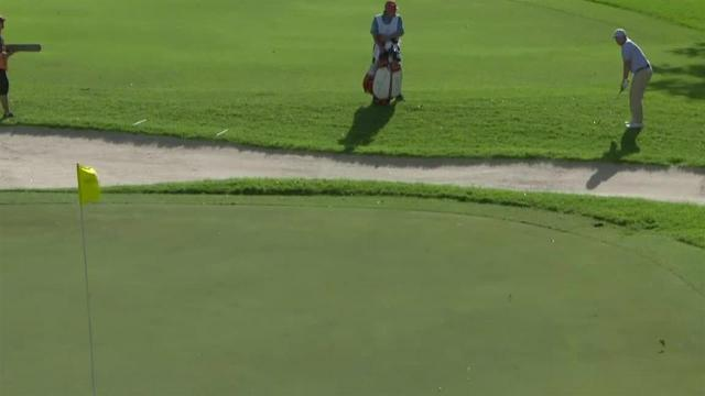 Zac Blair chips in for birdie at the Sony Open