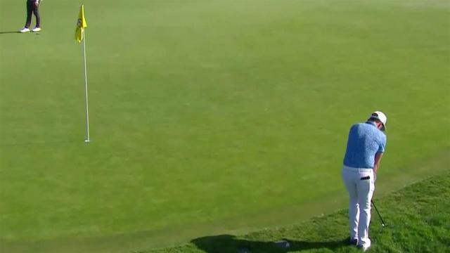Cameron Smith chips in for birdie at Farmers