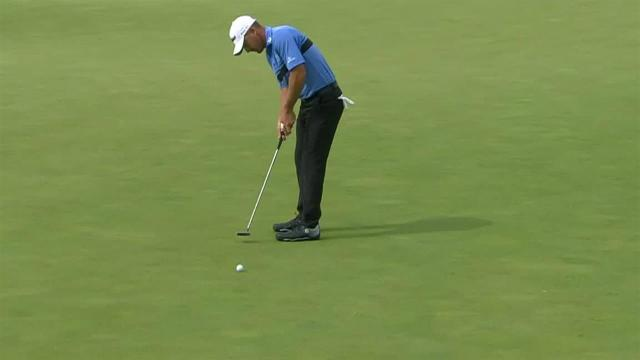 Charles Howell drains an eagle putt at 3M