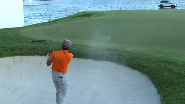 Rickie Fowler gets up-and-down for birdie and share of the lead at Honda