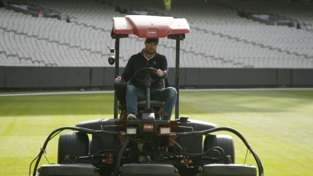 Marc Leishman mows Melbourne Cricket Ground