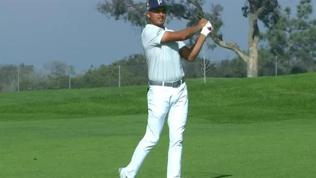 Rickie Fowler reaches in two to set up birdie at Farmers