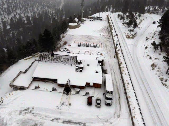 Las Vegas Review Journal News | Snow dusts around  Las Vegas prompt Winter advisory