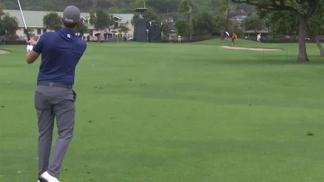 Webb Simpson sticks approach to set up birdie at the Sony Open
