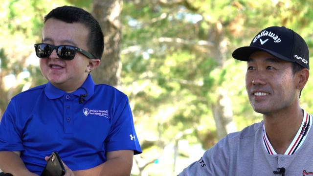 Kevin Na surprises Alec from Shriners Hospitals for Children