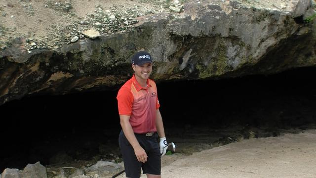 How to hit out of the cave bunker at Mayakoba Golf Classic