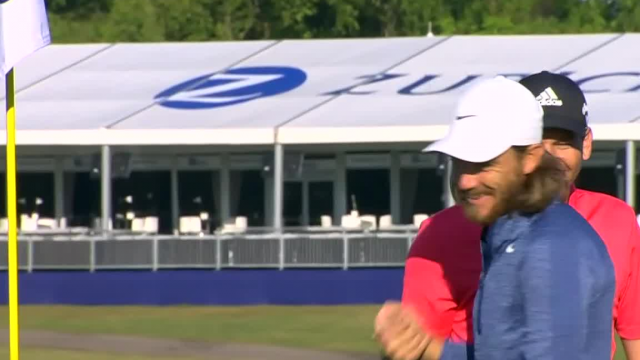 Tommy Fleetwood chips in for birdie at Zurich Classic