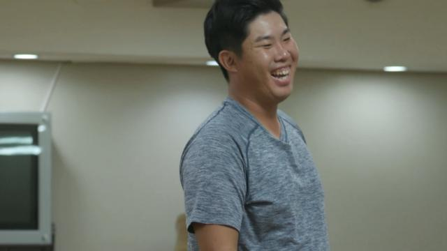 Byeong Hun An plays table tennis with former Olympian father