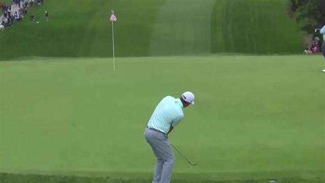Tom Hoge gets up-and-down for birdie at Farmers