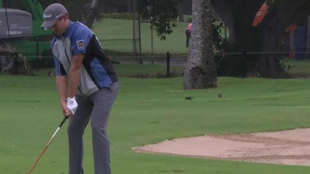 Webb Simpson reaches in two to set up birdie at the Sony Open