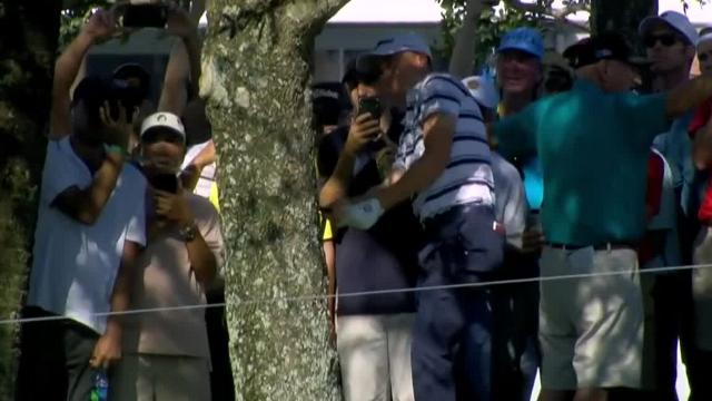 Justin Thomas executes difficult out around tree at Honda