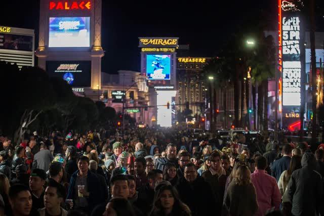 拉斯维加斯评论杂志新闻|新年'在拉斯维加斯举行的除夕庆祝活动