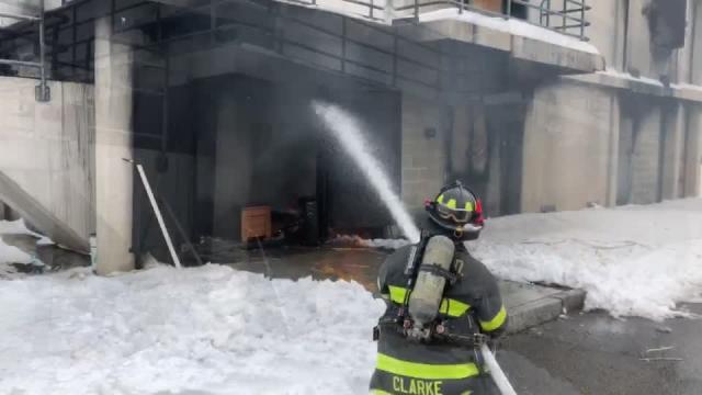 拉斯万博官网app评论杂志没有联合组织|纽黑文消防员展示了圣诞树的受控燃烧